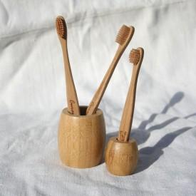 Bambusový stojanček na kefky